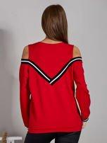 Czerwona bluza z ukośnymi ściągaczami                                  zdj.                                  2