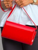 Czerwona kopertówka z asymetryczną klapką                                  zdj.                                  2