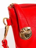 Czerwona kopertówka z dżetami motyw apple