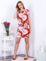 Czerwona prosta sukienka w kolorowe róże                                  zdj.                                  4