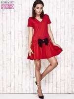 Czerwona sukienka dresowa z kokardą z przodu                                  zdj.                                  4