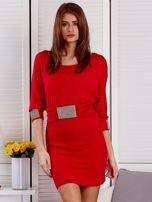 Czerwona sukienka koktajlowa z biżuteryjnymi wstawkami                                  zdj.                                  1