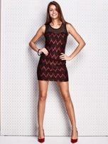 Czerwona sukienka w geometryczne wzory                                  zdj.                                  4
