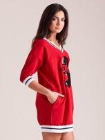 Czerwona sukienka z cekinową cyfrą                                   zdj.                                  3