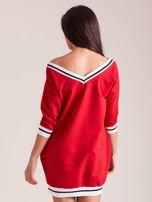 Czerwona sukienka z cekinową cyfrą                                   zdj.                                  2