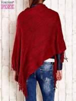 Czerwone dzianinowe poncho z frędzlami                                  zdj.                                  5