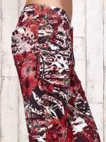 Czerwone lejące spodnie z graficznym nadrukiem                                  zdj.                                  6