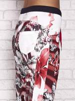Czerwone spodnie capri z nadrukiem motyli                                  zdj.                                  5