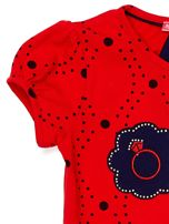 Czerwony t-shirt dla dziewczynki z naszywkami                                  zdj.                                  3