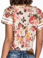 Czerwony t-shirt typu crop top z numerkiem