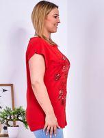 Czerwony t-shirt z napisem i motywem roślinnym PLUS SIZE                                  zdj.                                  5