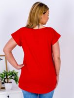 Czerwony t-shirt z żonkilami PLUS SIZE                                  zdj.                                  2