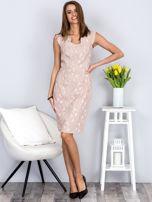 Dopasowana beżowa sukienka z kwiatową fakturą                                  zdj.                                  4