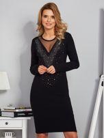 Dopasowana sukienka z ozdobnymi dżetami czarna                                  zdj.                                  1