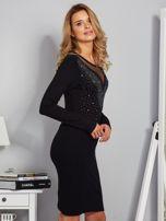 Dopasowana sukienka z ozdobnymi dżetami czarna                                  zdj.                                  5