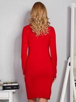 Dopasowana sukienka z ozdobnymi dżetami czerwona                                  zdj.                                  2