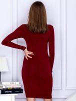 Dopasowana sukienka z wiązanym dekoltem bordowa                                  zdj.                                  2