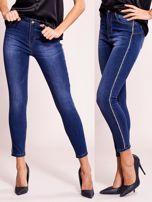 Dopasowane spodnie jeansowe z aplikacją ciemnoniebieskie                                  zdj.                                  5