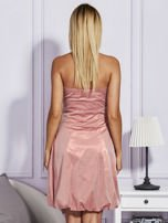Drapowana sukienka z metalicznym połyskiem pomarańczowa                                  zdj.                                  2