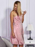 Drapowana sukienka z metalicznym połyskiem różowa                                  zdj.                                  5