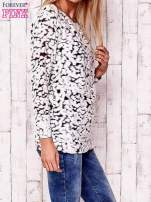 Ecru cienki sweter w abstrakcyjne wzory                                  zdj.                                  3