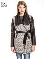 Ecru-czarny wzorzysty wełniany płaszcz ze skórzanymi rękawami                                  zdj.                                  1