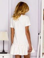 Ecru sukienka z falbaną                                  zdj.                                  2
