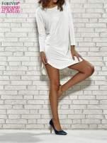 Ecru sukienka z rozporkami po bokach                                  zdj.                                  2