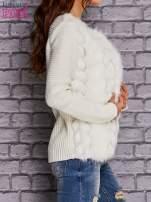 Ecru sweter z futerkiem                                  zdj.                                  3