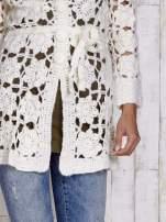 Ecru sweter  z wiązaniem w pasie                                  zdj.                                  4