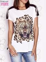 Ecru t-shirt z brązowym zwierzęcym nadrukiem i pasiastym tyłem                                  zdj.                                  1
