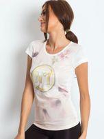 Ecru t-shirt z graficznym nadrukiem                                  zdj.                                  3