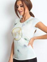 Ecru t-shirt z graficznym nadrukiem                                  zdj.                                  7