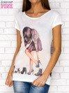 Ecru t-shirt z nadrukiem dziewczyny                                  zdj.                                  1