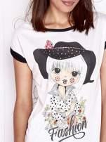 Ecru t-shirt z nadrukiem dziewczyny i dżetami                                  zdj.                                  5