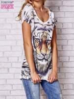 Ecru t-shirt z nadrukiem tygrysa                                  zdj.                                  3