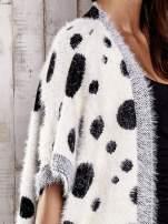Ecru włochaty sweter w grochy