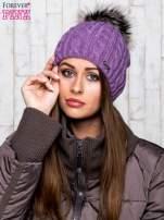 Fioletowa czapka z warkoczowym splotem i futrzanym pomponem                                  zdj.                                  1