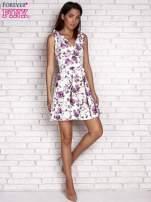 Fioletowa rozkloszowana sukienka w kwiaty