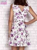 Fioletowa rozkloszowana sukienka w kwiaty                                                                          zdj.                                                                         4