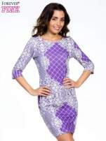 Fioletowa sukienka z koronkowym i kraciastym nadrukiem                                                                          zdj.                                                                         1