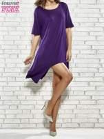 Fioletowa sukienka z wydłużanymi bokami                                  zdj.                                  2