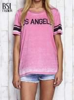 Fuksjowy t-shirt acid wash z napisem LOS ANGELES                                  zdj.                                  1