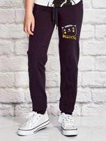 Grafitowe spodnie dresowe dla dziewczynki nadruk kota                                  zdj.                                  1