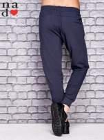 Grafitowe spodnie dresowe z zasuwaną kieszonką                                  zdj.                                  3
