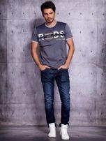 Grafitowy t-shirt męski z napisami                                  zdj.                                  4