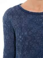 Granatowa bluza tłoczona w azteckie wzory                                  zdj.                                  6