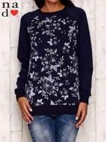 Granatowa bluza z kwiatowym nadrukiem                                  zdj.                                  1
