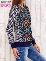 Granatowa bluza z nadrukiem cyfr                                  zdj.                                  2