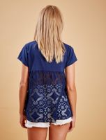 Granatowa bluzka z koronkową wstawką na plecach                                  zdj.                                  2